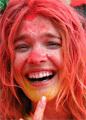 Водянова обмазалась краской и пробежала по Москве пять километров