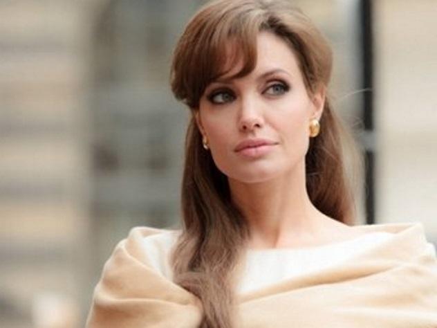 Биологическая мать приемной дочери Джоли мечтает увидеть ребенка