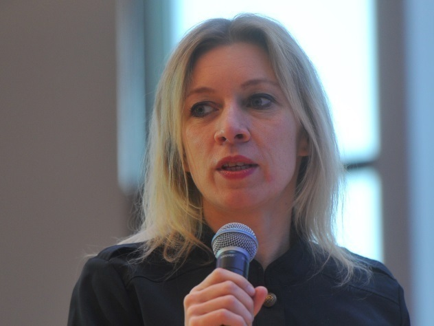 Захарова похвасталась митенками, подаренными главой МИД Сербии