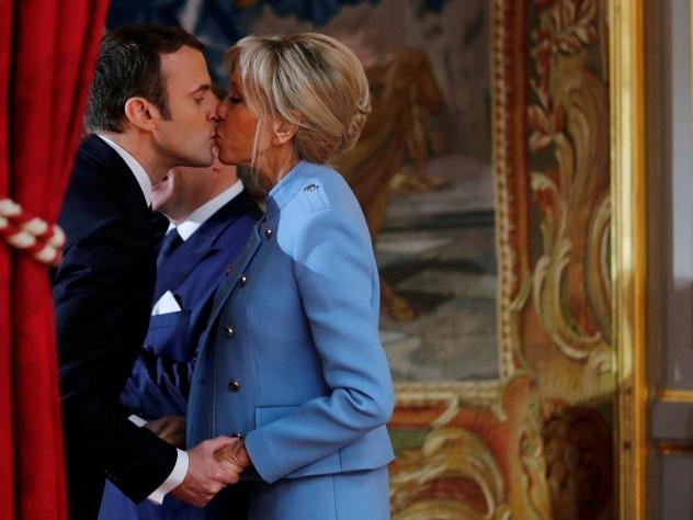 «Привлекательная мама»: Берлускони пошутил над супругой  Макрона