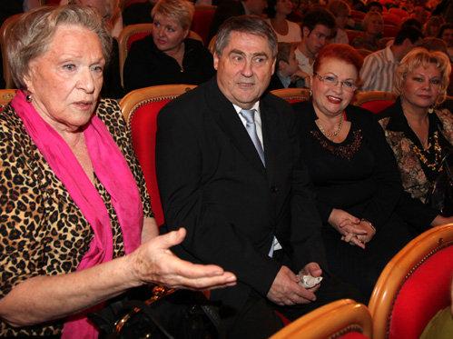 Рима МАРКОВА, Борис ВОЛЬНОВ с подругой Надеждой, Ольга БОГДАНОВА