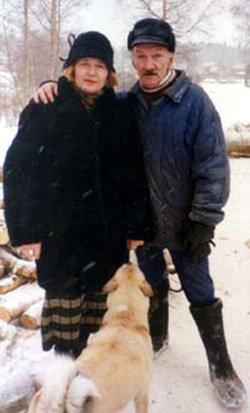 ГОЛОВИН с последней женой Верой БРОВКИНОЙ и собакой Найдой. Фото karavan.tver.ru