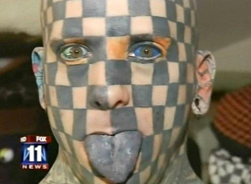 Самый татуированный человек в мире Мэтт ГОУН залил чернила еще и себе в глаза