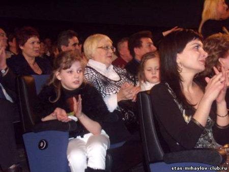 Дочь Инны КАНЧЕЛЬСКИС Ева и дочь Стаса МИХАЙЛОВА Даша