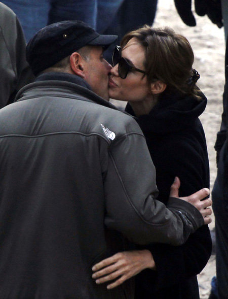 ...и даже нежно целует её