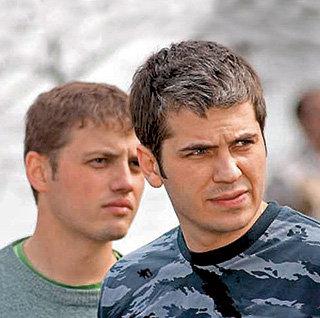 В телехит о Серёге Глухарёве ПОКРОВСКИЙ попал благодаря другу Юрию МАКЕЕВУ (слева)