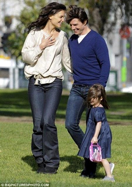 Том КРУЗ, Кэти ХОЛМС и Сури - фото Daily Mail