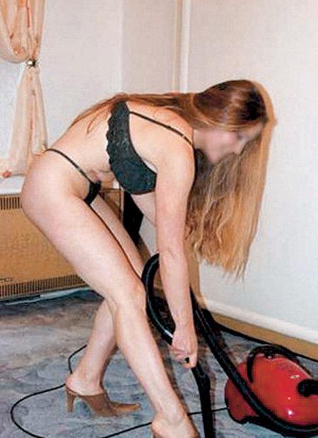 Девушки при желании могут немного схалтурить: кто обратит внимание на пыль под шкафом, если уборщица была в неглиже