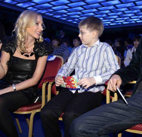 Кристина предпочитала общаться исключительно с младшим сыном Дени и с мужем. Фото KP.RU
