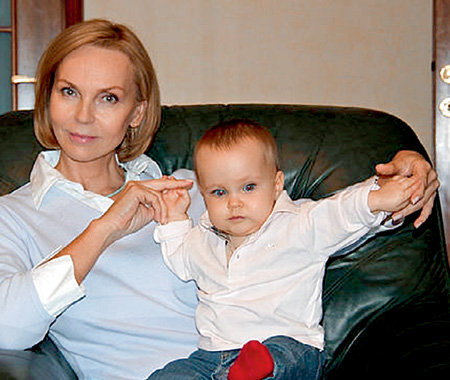 Татьяна РОМАШИНА с годовалой внучкой Полей видится редко (фото odnoklassniki.ru)
