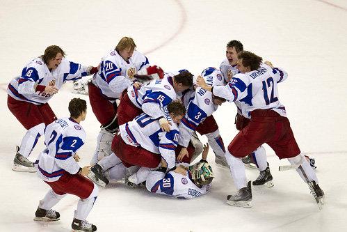 После победы наши хоккеисты не стеснялись своих эмоций. А их, похоже, решили проучить