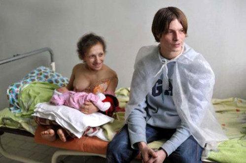 Отец ребёнка Олег - обладатель впечатляющего роста в 187 см.