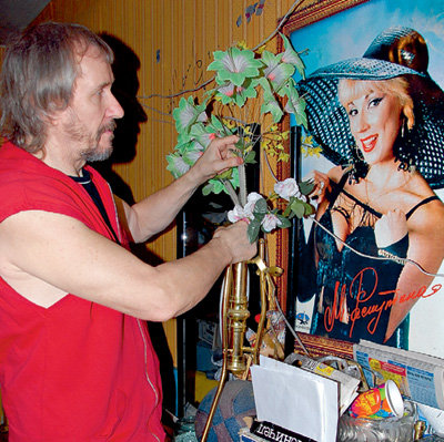 В то время, пока Владимир боготворит свою бывшую жену...