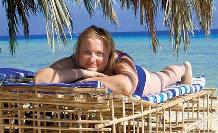 Актриса предпочитает принимать солнечные ванны в Египте (Марса-Алам, 2009 г.) (фото permyakova.ru)