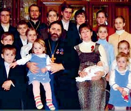В семье протоиерея Иоанна ОСЯКА из Ростова-на-Дону 16 детей