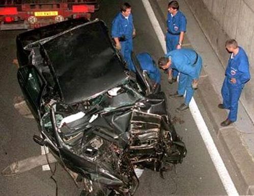 Место аварии в парижском тоннеле. Фото: Daily Mail