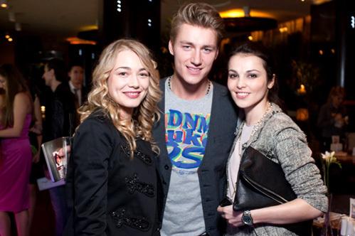На вечеринке в Москве Алексея вместе с остальными провожала и Оксана АКИНЬШИНА. Фото Бориса КУДРЯВОВА.