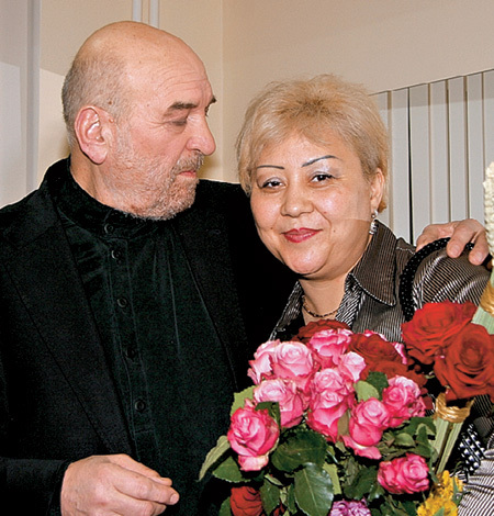 Нынешняя жена артиста - Азима АБДУМАМИНОВА - колоритная узбечка (фото Генриетты ПЕРЬЯН)