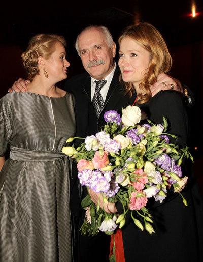 Никита МИХАЛКОВ с дочерями Анной и Надеждой. Фото Бориса КУДРЯВОВА.