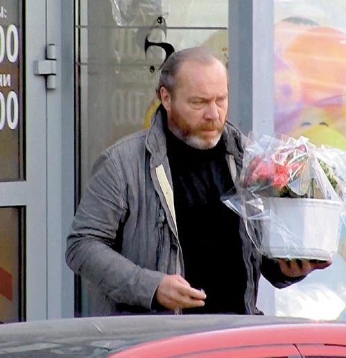 Цветы для женщин Сергей Михайлович покупает в одном из самых дорогих салонов в центре Москвы