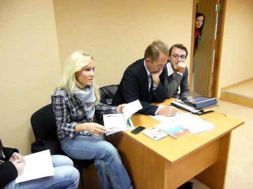 Катя ГОРДОН и eё адвокат в суде