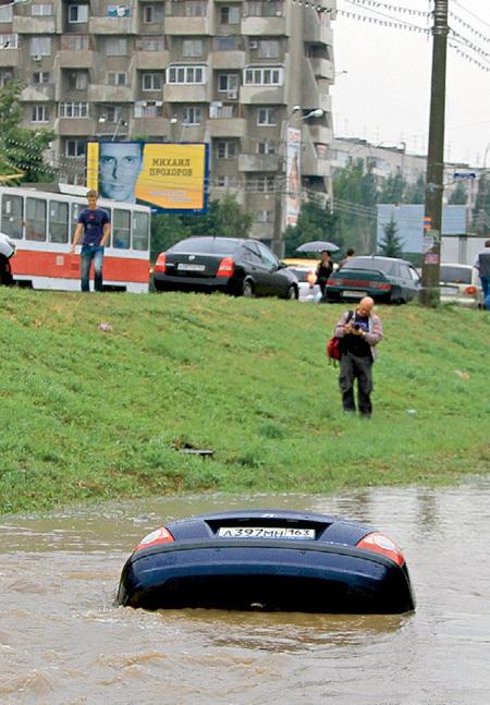 Автомобиль затонул в считанные секунды