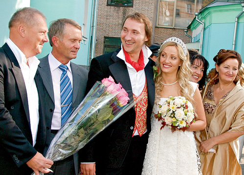 В 2007 году на бракосочетании сына Даниила бывшие супруги не обмолвились и словом (Владимир ЗАСЕДАТЕЛЕВ - крайний слева)