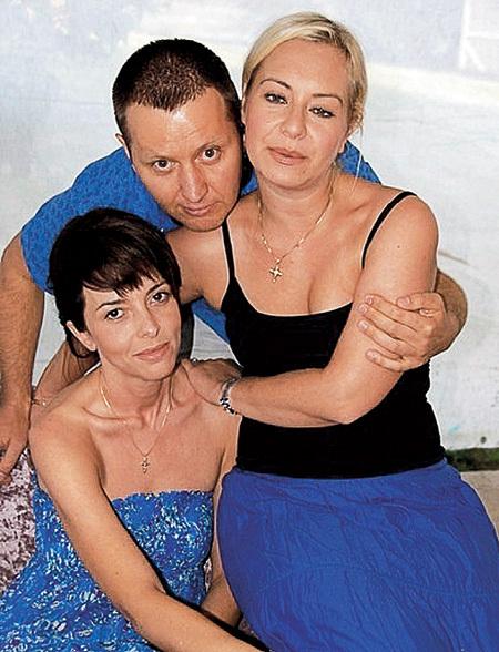 Артисту по душе и блондинки, и брюнетки ( на фото с подругами Лалой МАМЕДОВОЙ и Ириной БАРТНОВСКОЙ)