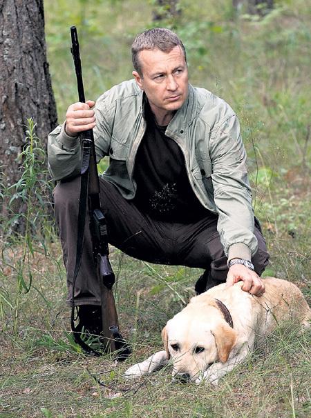 Верного пса лесника (ШТЕФАНКО) сыграли несколько собак. Выполнить трудные сцены им помогал кусочек колбасы
