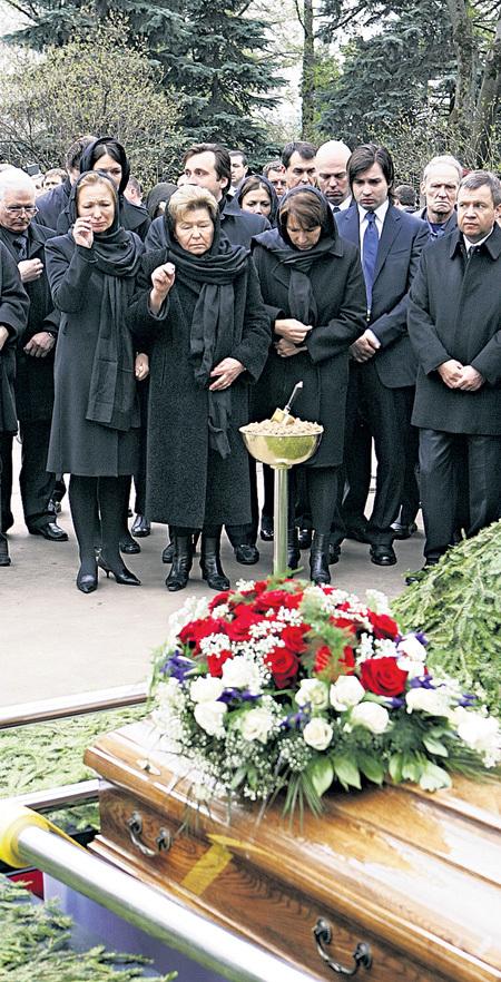 С уходом Бориса ЕЛЬЦИНА его семья осталась под защитой и покровительством олигарха Олега ДЕРИПАСКИ