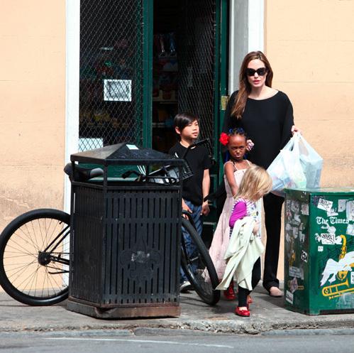Анджелина с детьми