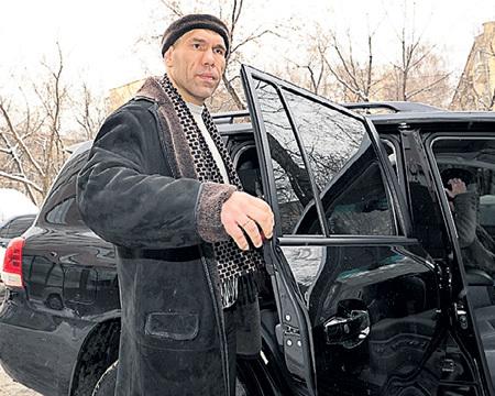 Депутаты Госдумы типа Николая ВАЛУЕВА теперь будут разъезжать на машинах стоимостью около десяти миллионов каждая (фото Милы СТРИЖ/