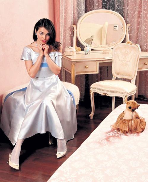 Квартира КАЗАНОВОЙ по сравнению с роскошным особняком АШКЕНАЗИ кажется подачкой менее успешной любовнице (фото Али МАГОМЕДОВА)