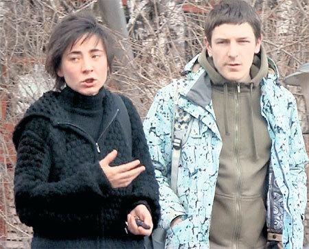 На подходе к ресторану певица рассказывала сердечному другу Андрею о пользе морепродуктов и белковой диеты