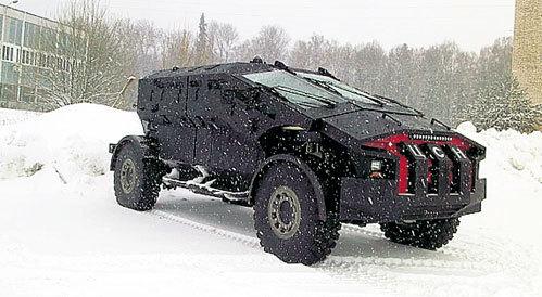 Самый быстрый броневик в мире вмещает десять человек и способен преследовать неприятеля даже по болотам