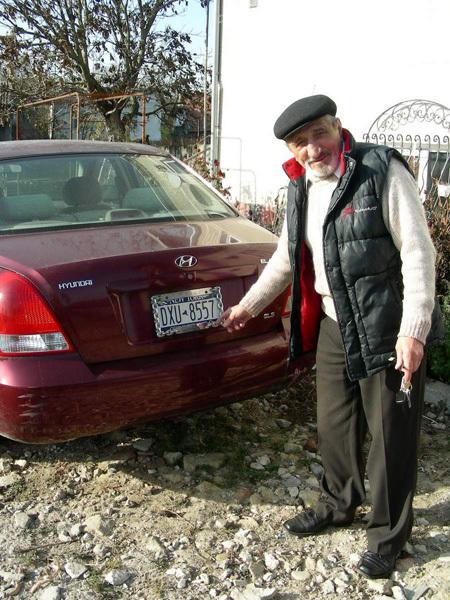 Из США В.ЗАДОРЕЦКИЙ привез свой «Хендай», однако ездить на нём нельзя – растаможка в Украине стоит больше самого автомобиля