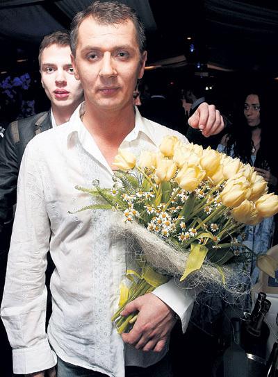 Бывший водитель РОТАРУ, а теперь певец Александр ЮРПАЛОВ стал яблоком раздора двух лучших подруг (фото: yurpalov.ru)