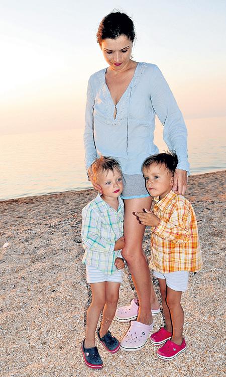 С сыновьями Гришей и Димой