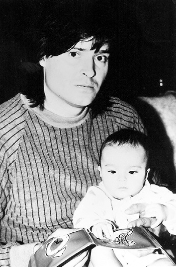 Олегас ДИТКОВСКИС сидел с дочерью, когда Таня снималась