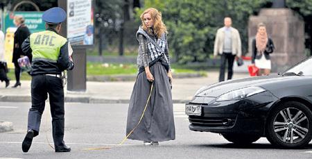 Автоледи часто обижают на дорогах. Никакой самодеятельности в разборках с «подставлялами» - ждите приезда сотрудников ГИБДД (фото Евгении ГУСЕВОЙ/Комсомольская правда)