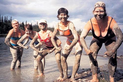 В походе по реке Умба, что на Кольском полуострове (Екатерина - крайняя справа) (фото: odnoklassniki.ru)