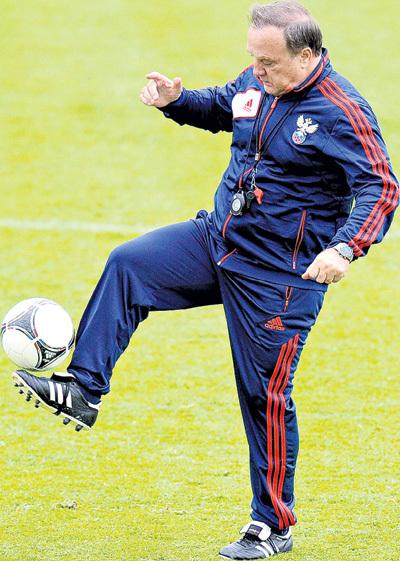 Зарплата Дика АДВОКАТА в голландском клубе ПСВ (Эйндховен) будет в три раза ниже, чем в сборной России. Фото: РИА Новости