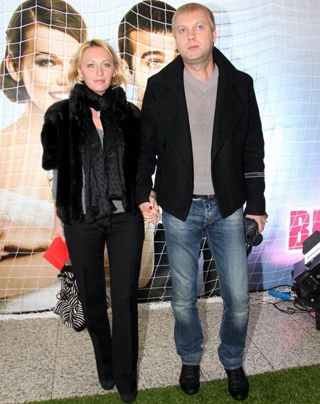 Сергей СВЕТЛАКОВ с женой (фото Бориса КУДРЯВОВА)
