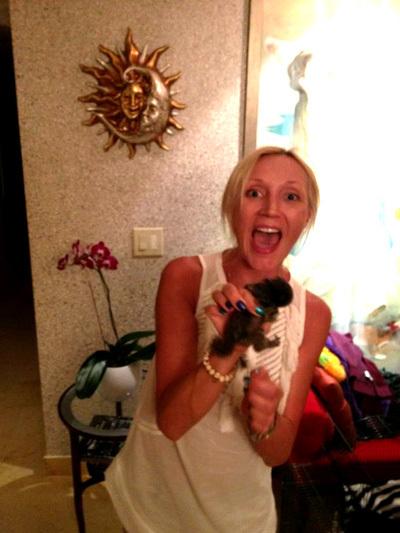 Друзья подарили дочке Кристины на день рождения маленькую обезьянку