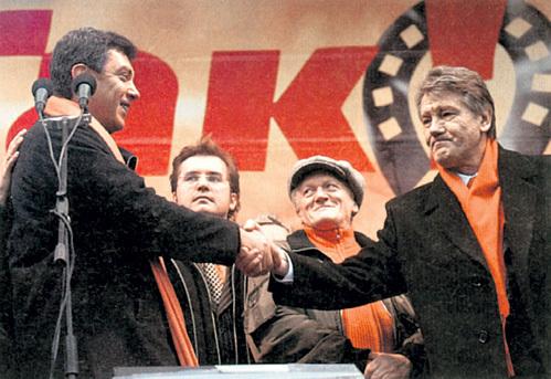 Политическим советником Виктора ЮЩЕНКО, который запретил на Украине русский язык и всячески прославлял предателей вроде БАНДЕРЫ и МАЗЕПЫ, был Борис НЕМЦОВ. Подобную политику он мечтает провести и в России