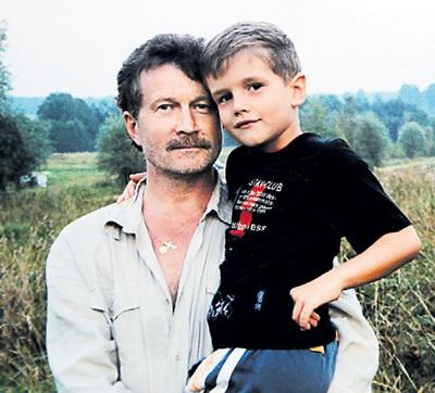 Бывший гражданский муж ГОЛОВАНОВОЙ Леонид БЕЛОЗОРОВИЧ с их сыном Егором