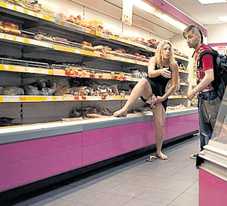 Июль 2010 г. «Война»: Магазин. Курица между ног