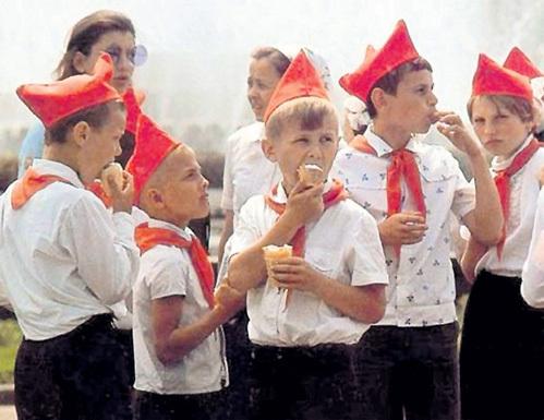 Что бы ни говорили современные «демократы», советское детство многие из нас вспоминают как самое счастливое время жизни