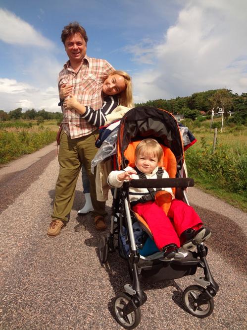 ЛЕОНОВ с женой и дочкой. Фото из семейного архива