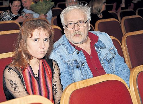 Актёр впервые вышел в свет с гражданской женой Еленой ХРИПУНОВОЙ